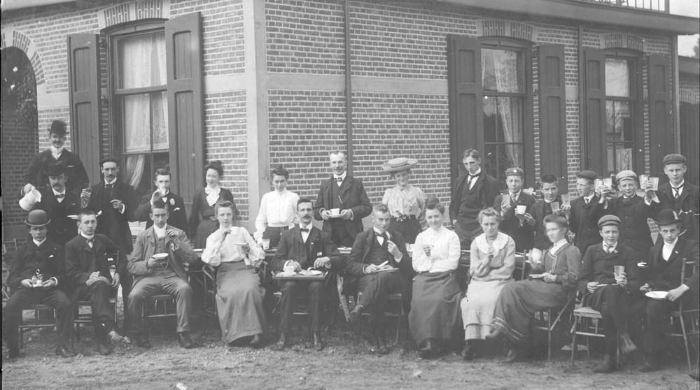 1903 Verenigingsleven Fietstocht naar 'Dennenheuvel' te Hattem