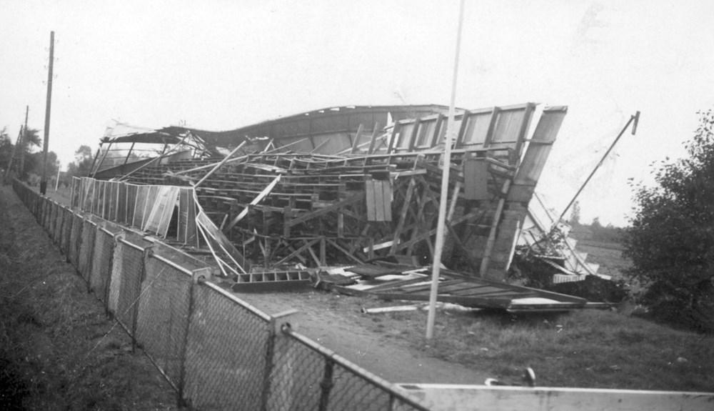1953 Verenigingsleven Opnieuw tribune verwoest