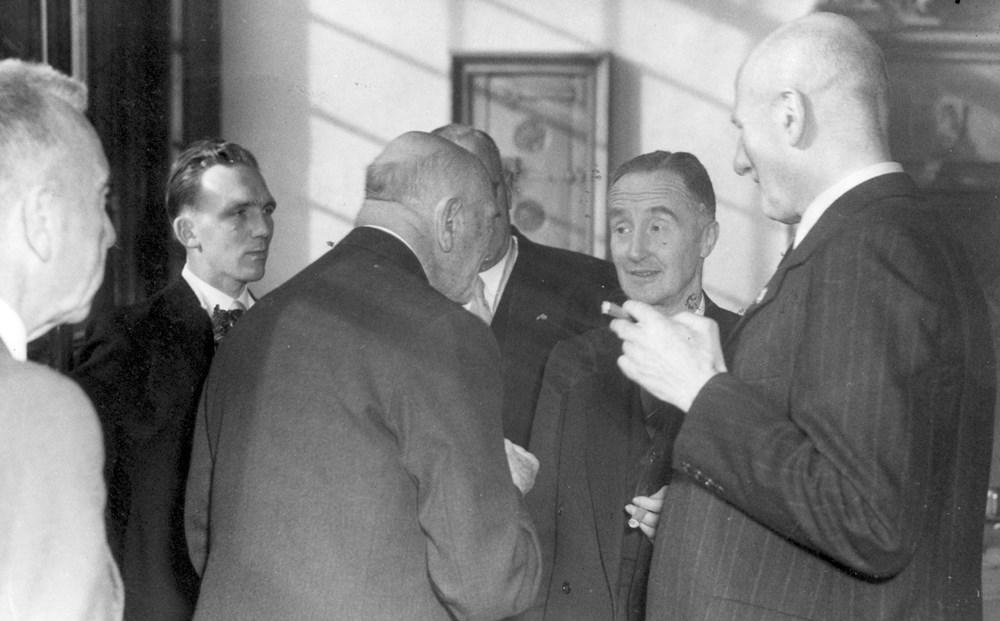 1953 Verenigingsleven Officiele ontvangst Z.A.C.-bestuur en reunisten op het stadhuis