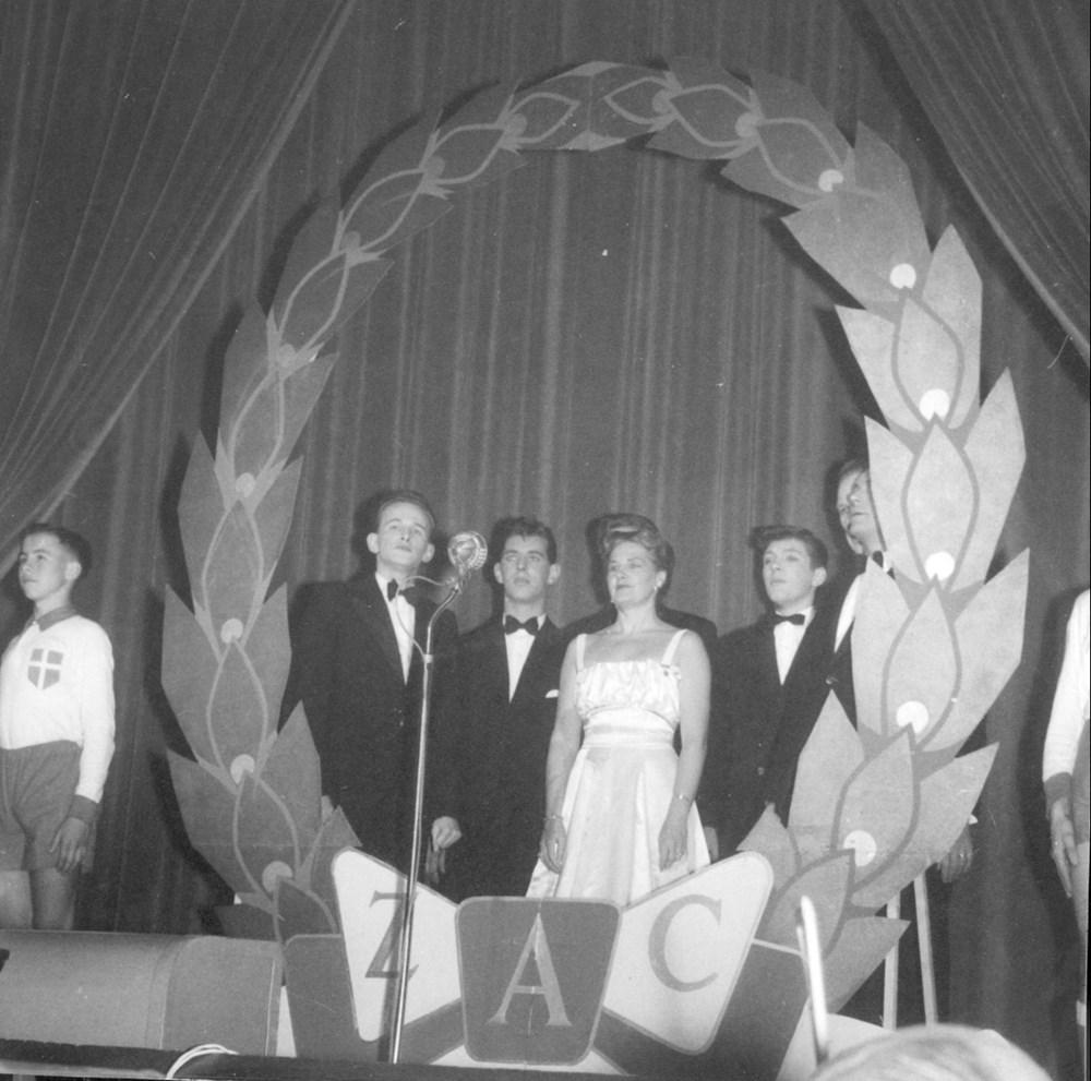 1958 Verenigingsleven Revue 'Spijkers met koppen'