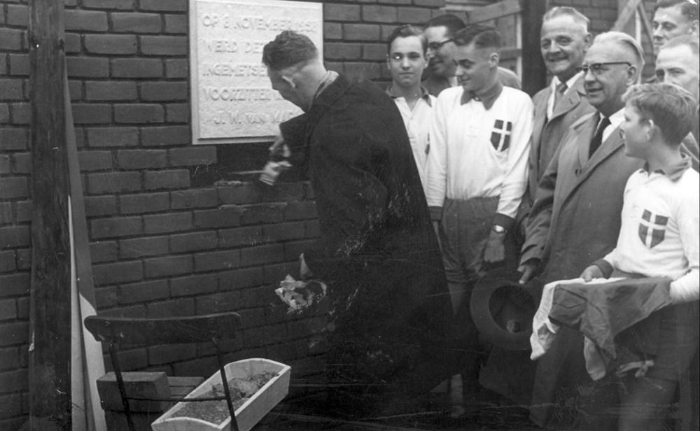 1958 Verenigingsleven Eerste steen