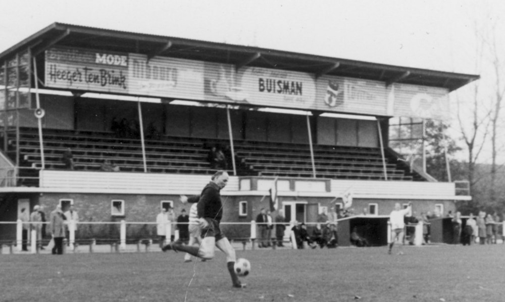 1976 Verenigingsleven Tussentijdse reünie (voetbalwedstrijd)