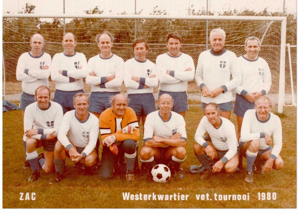 1980 Voetbal Z.A.C.-veteranenelftal tijdens toernooi bij Westerkwartier