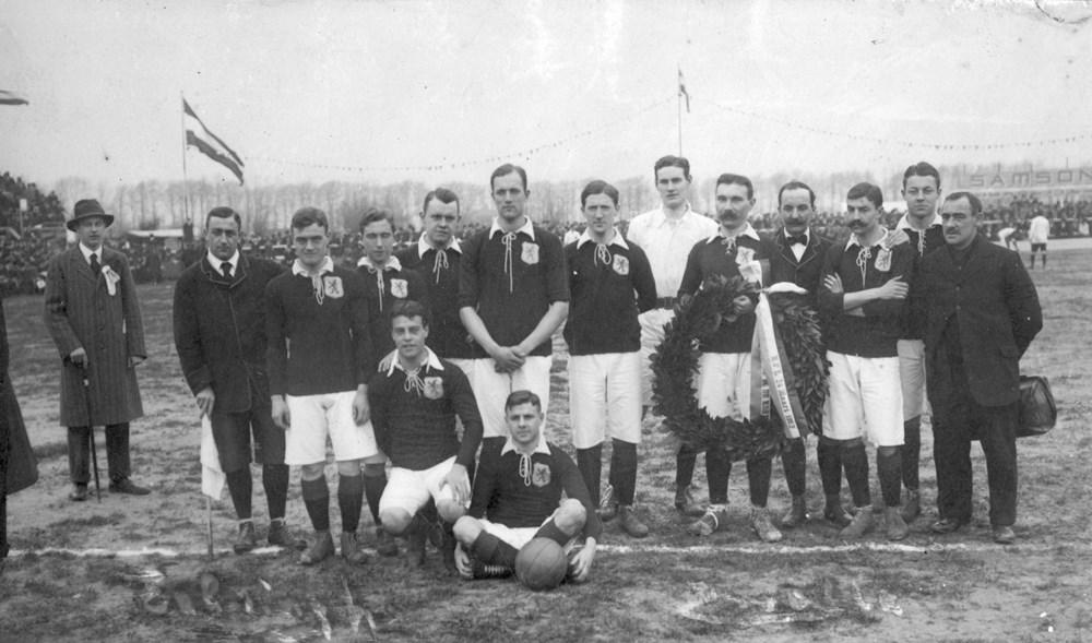 1912 Verenigingsleven Eerste interland op Z.A.C.-terrein aan de Veerallee.