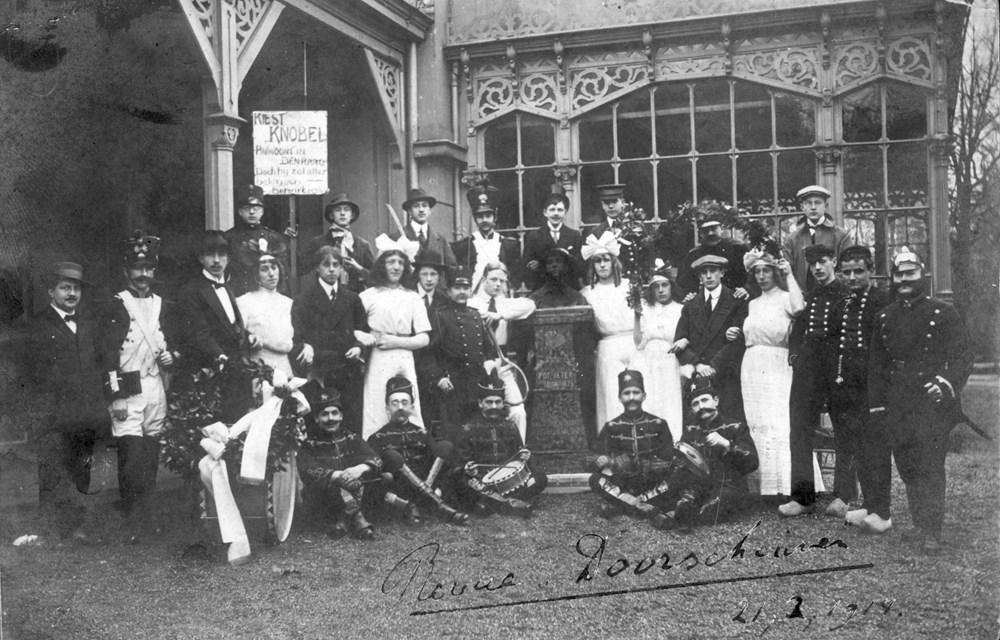 1914 Verenigingsleven Z.A.C. soiree met revue 'Doorschuiven'.