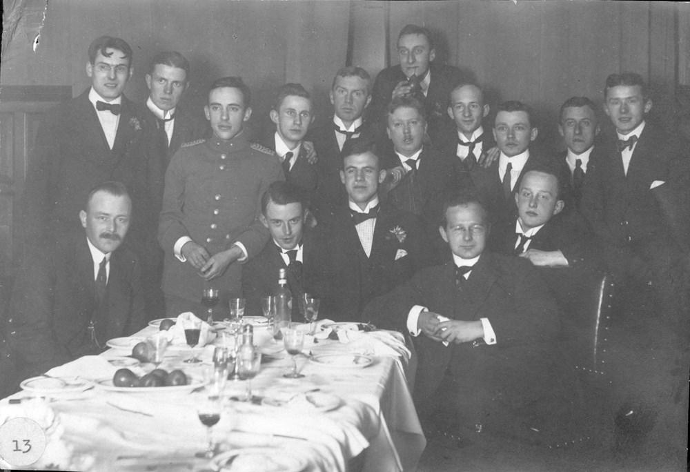 1917 Verenigingsleven Diner in 'Hotel - Restaurant Beenen na de wedstrijd Z.A.C. - Quick (Kampen)