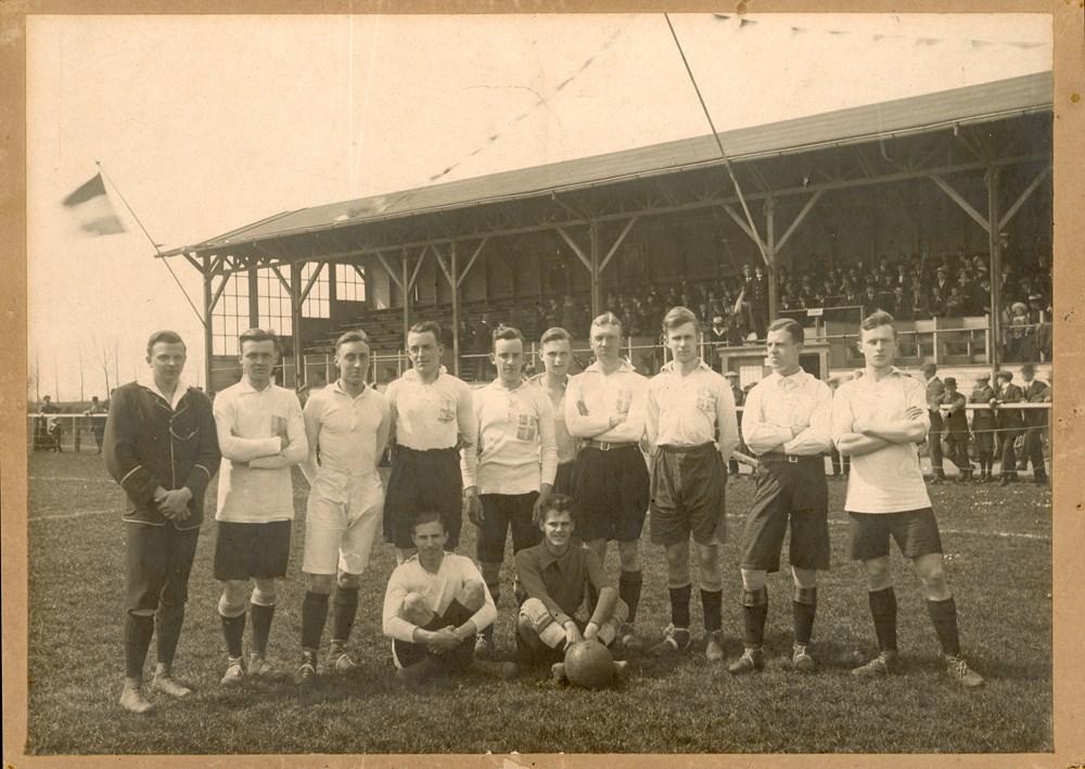 1918 Voetbal Z.A.C. 1 promoveert