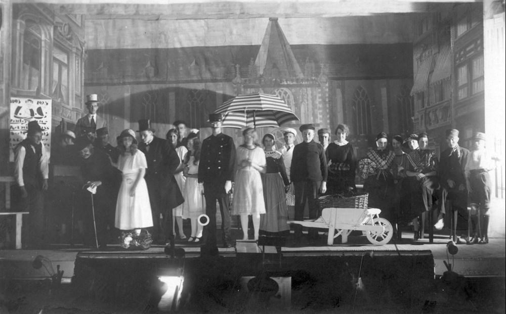 1923 Verenigingsleven De revue 'Dat moet je niet wegdoen' t.g.v. het 30-jarig jubileum