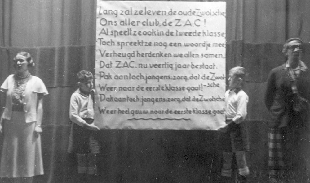 1933 Verenigingsleven De revue t.g.v. het 40 jarig bestaan: 'Hoe is't mogelijk'.