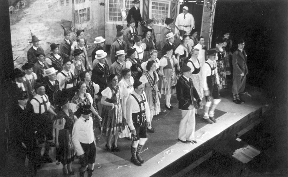 1938 Verenigingsleven Revue 'Daar gaat-ie weer!'