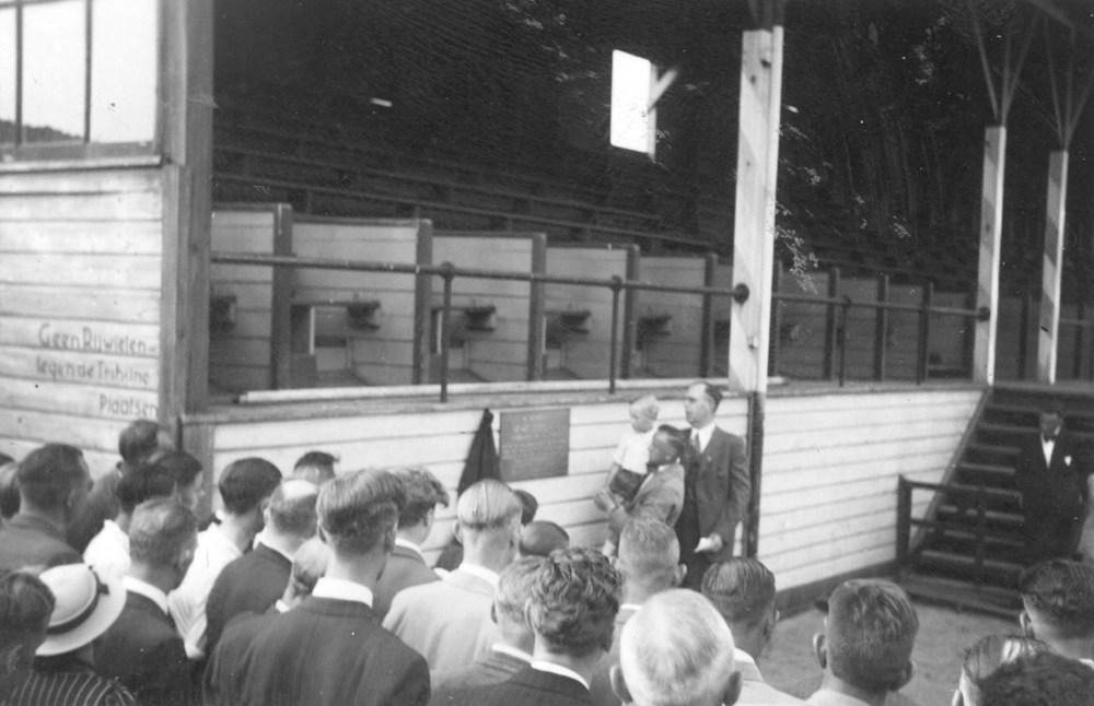 1941 Verenigingsleven Plaatsing herdenkingsplaat H. Derboven