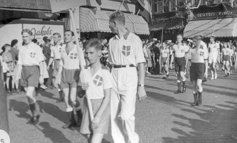 1948 Verenigingsleven Optocht t.g.v. 50 jarig regeringsjubileum van Koningin Wilhelmina