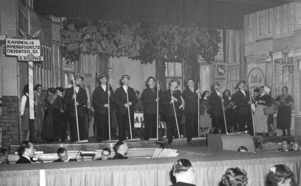1948 Verenigingsleven Revue 'Hier moet je wezen.'