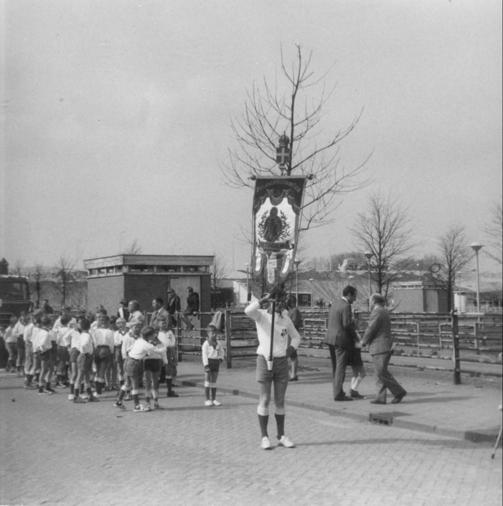 1968 Verenigingsleven Z.A.C. 75 jaar - deelname aan Koninginne-optocht