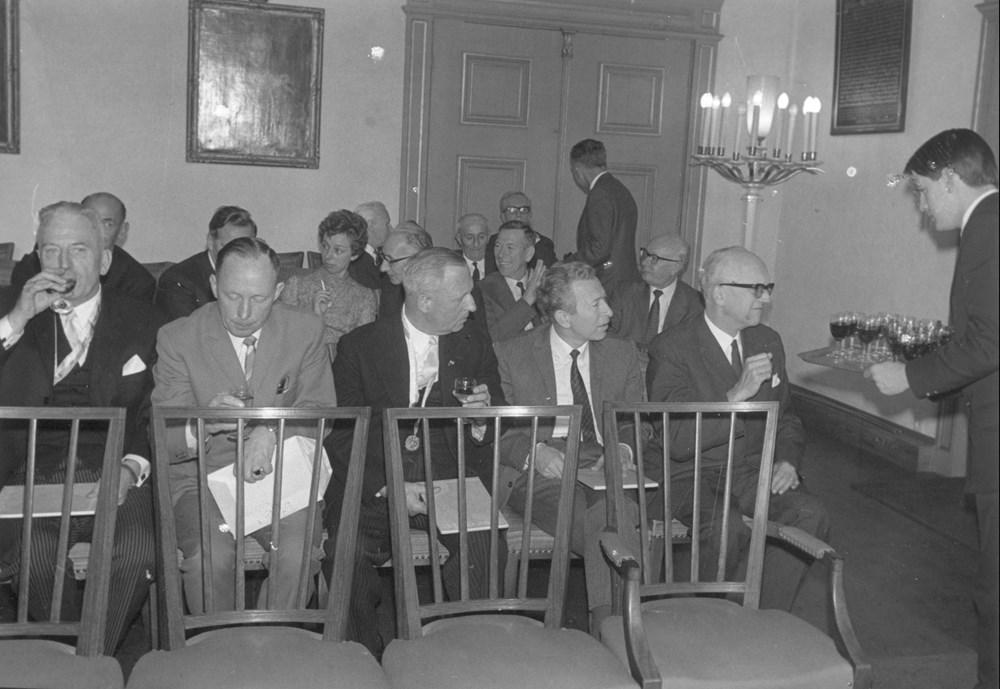 1968 Verenigingsleven Ontvangst reünisten op het gemeentehuis