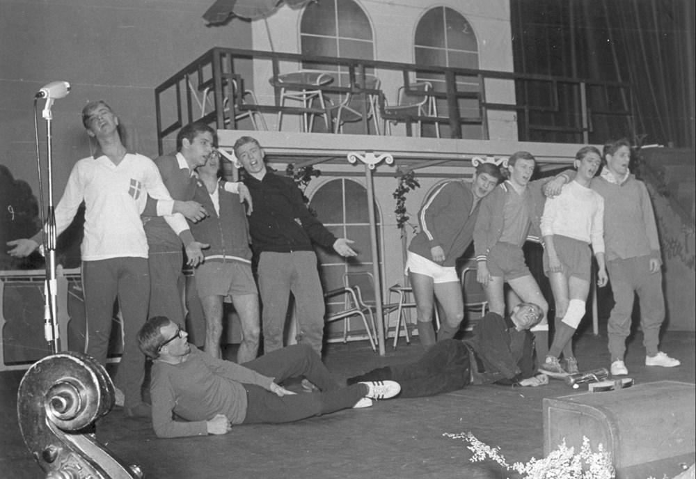 1968 Verenigingsleven de Z.A.C.-revue 'Krak-Boem'