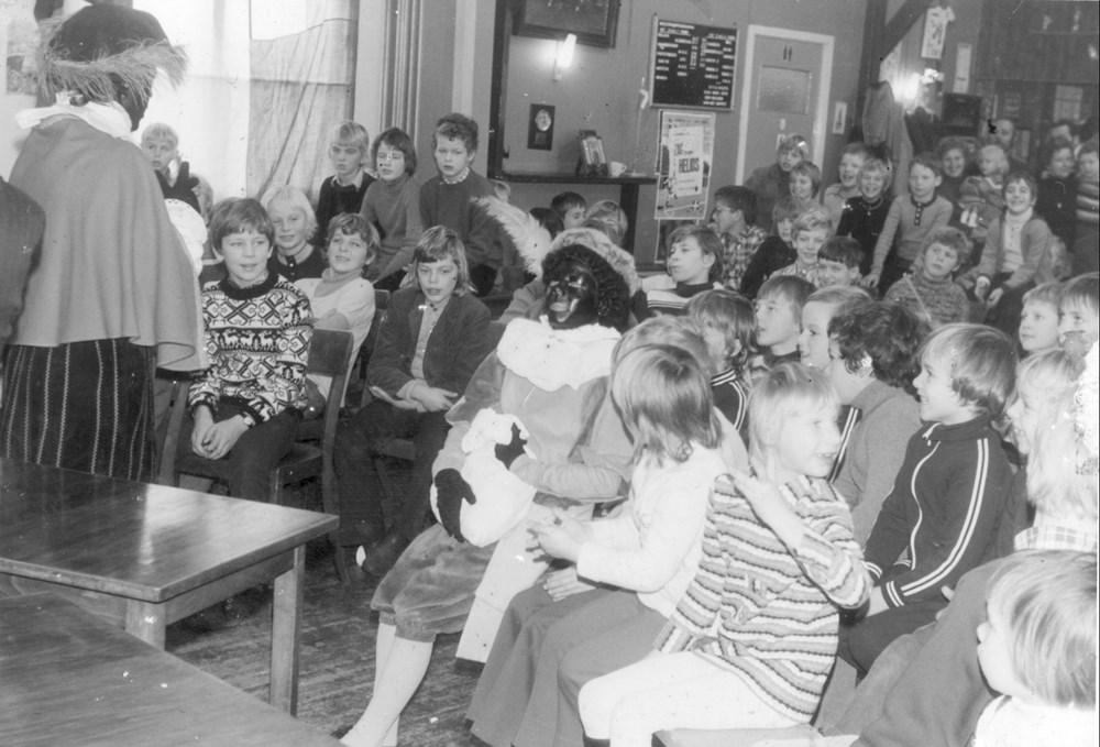 1981 Verenigingsleven Sinterklaas bezoekt Z.A.C.