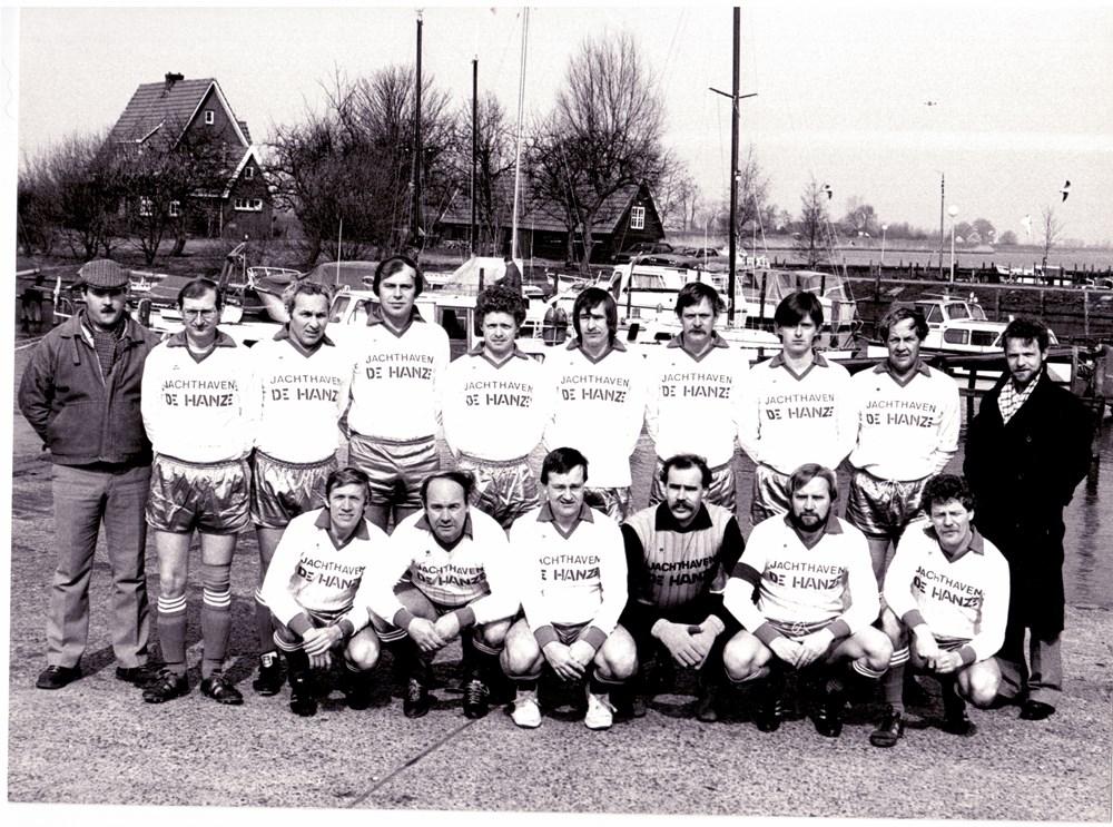 1984 Voetbal ZAC 5 krijgt nieuwe shirts